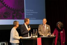 Berichteten aus den Kommissionen (v.l.n.r.): Ute Simon, Ansgar Günther (Moderation), Peter Brunn und Anusch Melkonyan.